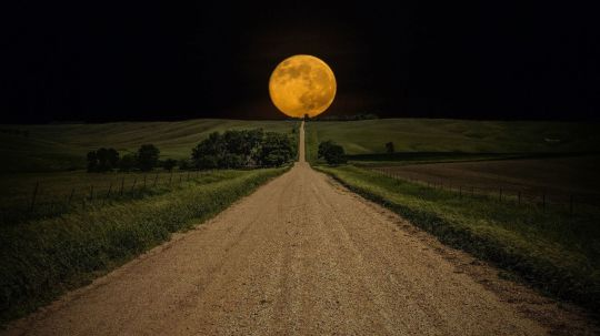 full-moon-at-road-eweb4
