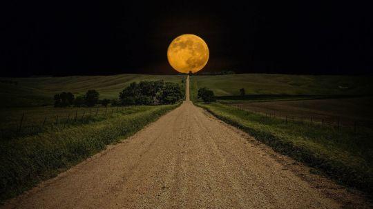 full-moon-at-road-eweb4